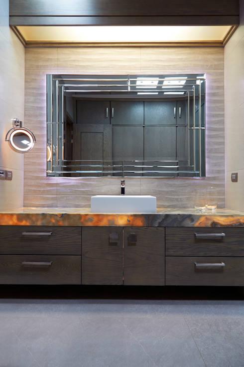 wc ppal: Baños de estilo  por arketipo-taller de arquitectura