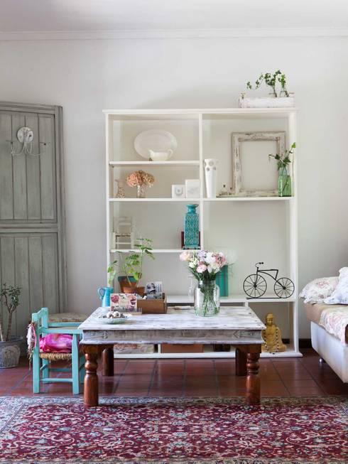 Living: Livings de estilo  por La Florinda
