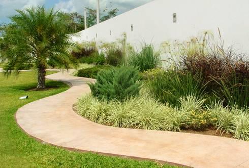 Casa bc montebello de ecoentorno paisajismo urbano homify for Homify jardines pequenos