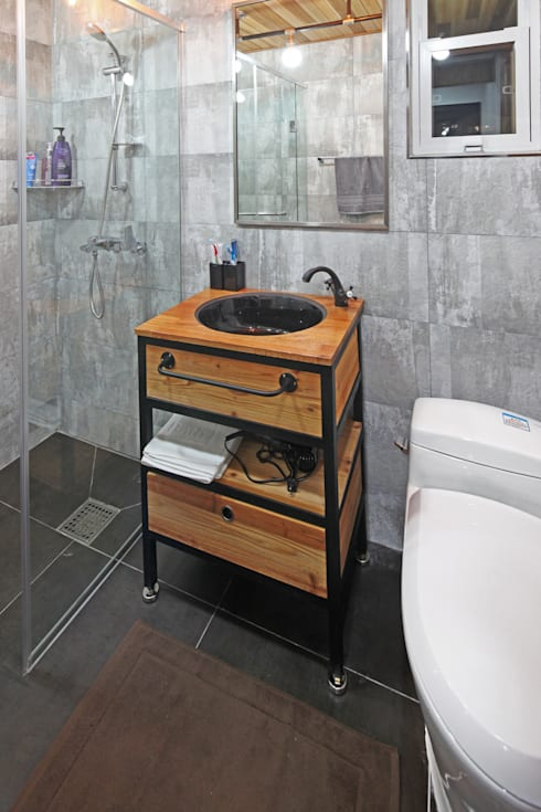 mediterranean Bathroom by 윤성하우징