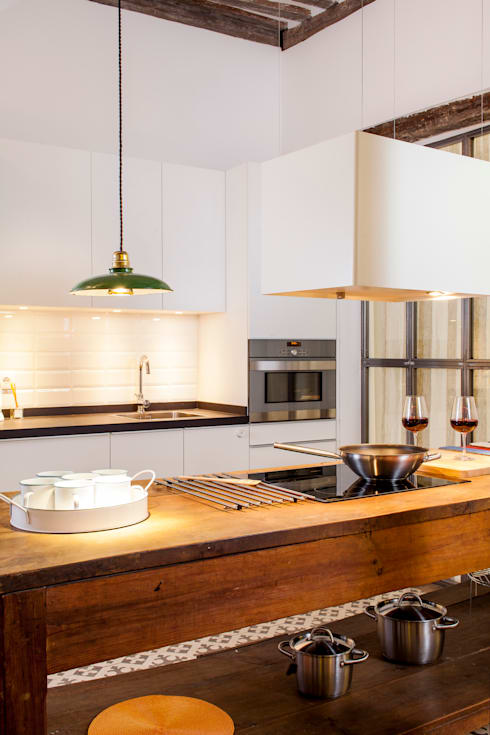 Cucina in stile in stile Rustico di The Sibarist Property & Homes