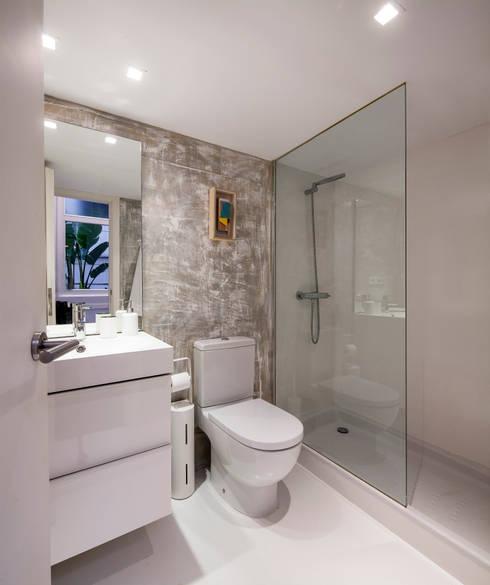 Ths Mad Loft : Baños de estilo  de The Sibarist Property & Homes