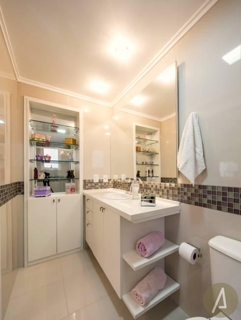 AP 11_Suíte da Menina: Banheiros modernos por América Arquitetura