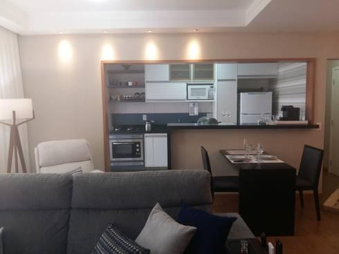 Cozinha e salas: Sala de estar  por Arquiteto Lucas Lincoln