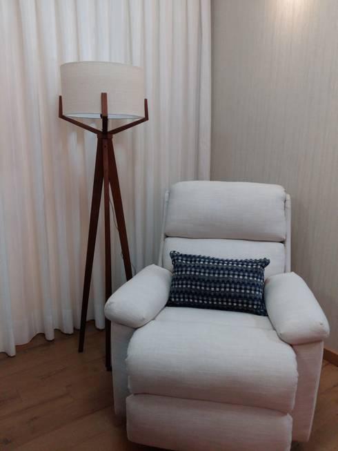 Espaço de leitura: Sala de estar  por Arquiteto Lucas Lincoln