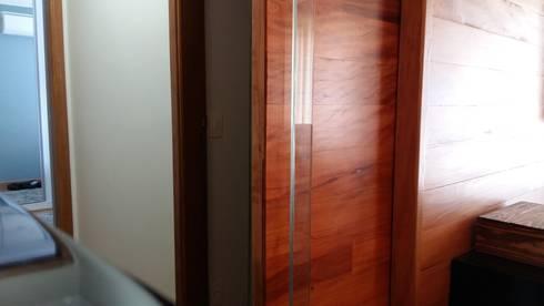 Passagem e circulação: Salas de estar modernas por Arquiteto Lucas Lincoln