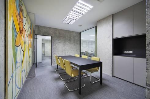 estudio Suarez: Estudios y oficinas de estilo clásico por Arquitectos Suarez