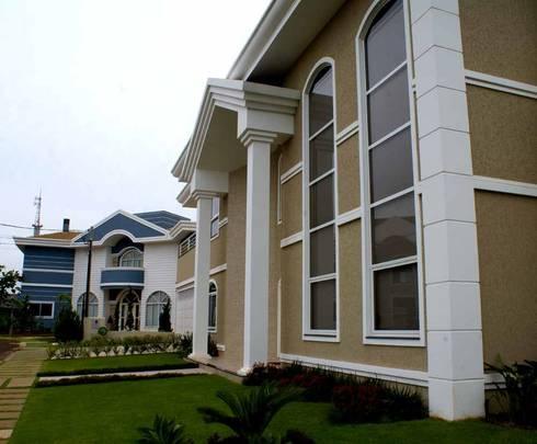 Residência alto padrão de dois pavimentos: Casas clássicas por Penha Alba Arquitetura e Interiores