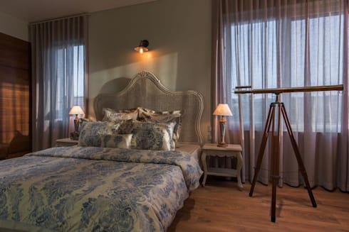 Lunavat residence: modern Bedroom by Archtype