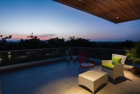 Lunavat residence:  Terrace by Archtype