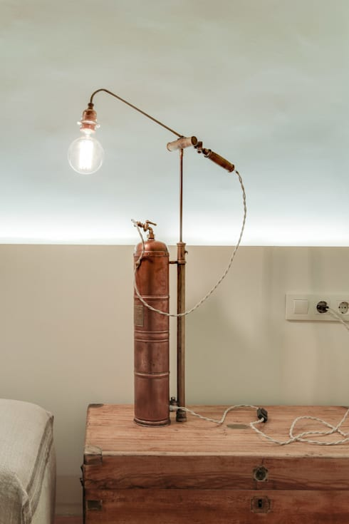 PISO NORD: Estudios y despachos de estilo mediterráneo de Lara Pujol  |  Interiorismo & Proyectos de diseño