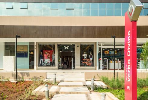 Meio Arquitetura - Open Mall Verbo Divino - Acesso Clientes - SP: Espaços comerciais  por Meio Arquitetura