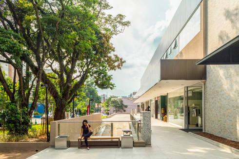 Meio Arquitetura - Open Mall Verbo Divino - Vista do Mall Coberto - SP: Espaços comerciais  por Meio Arquitetura