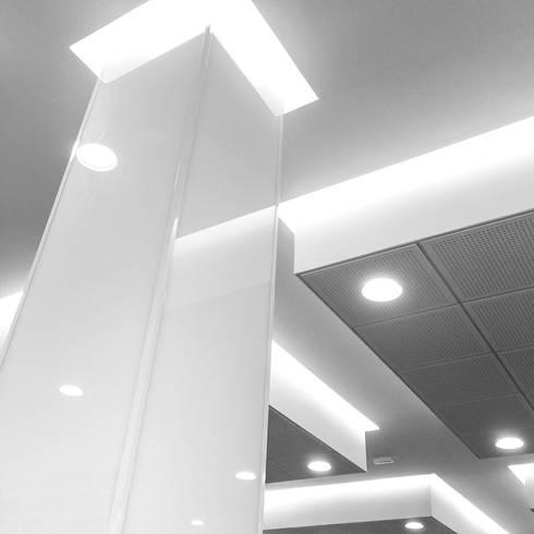 Meio Arquitetura - Open Mall Verbo Divino - Detalhe Forro Interno - SP: Espaços comerciais  por Meio Arquitetura