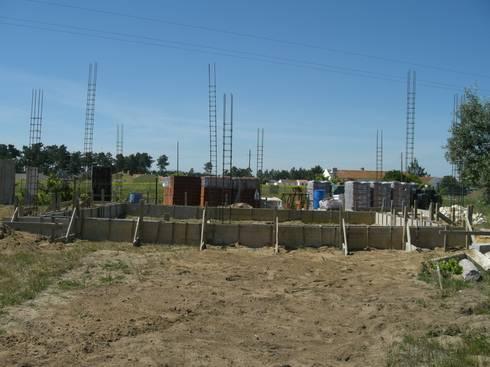 Vista frontal.: Casas campestres por knowhowtobuild