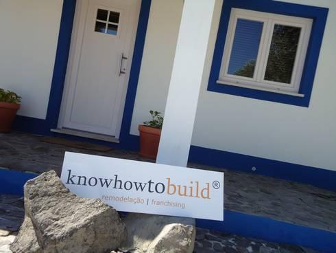 Decoração Mural Exterior.: Casas campestres por knowhowtobuild