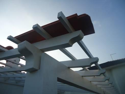 Colocação de ripado e ensaio com telha Lusa.:   por knowhowtobuild