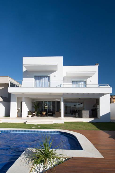 Residência em Condomínio Horizontal: Casas modernas por ARCHITECTARI ARQUITETOS