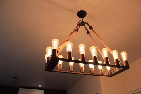 Luminaria industrial: Comedores de estilo industrial por D.I. Pilar Román
