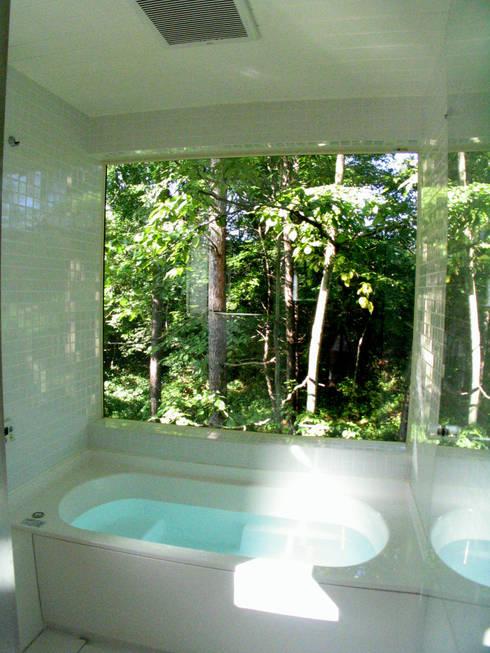 浴室からの眺め: 早田雄次郎建築設計事務所/Yujiro Hayata Architect & Associatesが手掛けた浴室です。