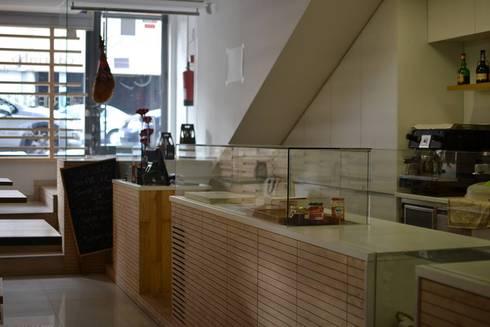 Espaço comercial:   por Aurora Fernandes e Helena Alves - Arquitectas Associadas Lda.