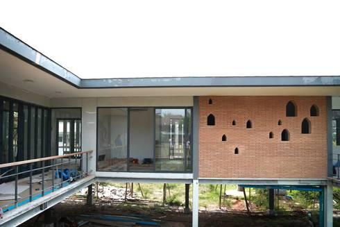 casa HK: Casas de estilo clásico por Osvaldo Gris - Grupo Joscaill