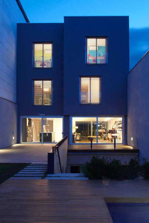 CASA GM: Casas de estilo moderno de BADIA ARQUITECTES SLP