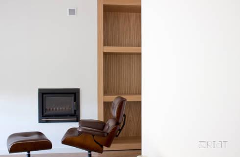 Apartamento ICA: Salas de estar minimalistas por CRIAT