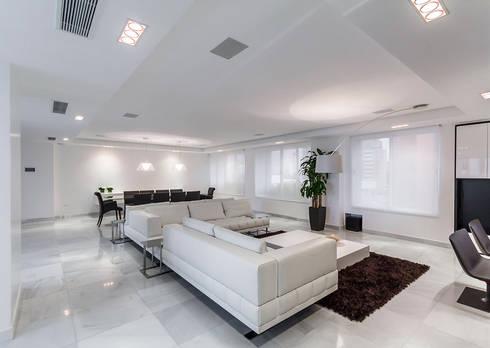 Grand Europa: Salas / recibidores de estilo moderno por Design Group Latinamerica