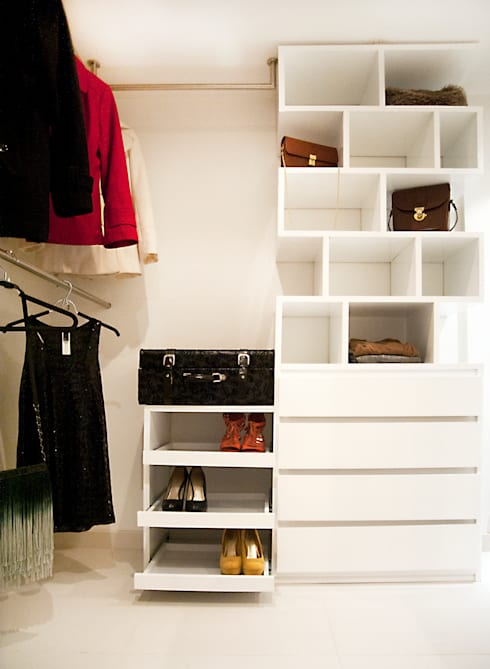 Walk In Closet : Vestidores de estilo  por Redesign Studio