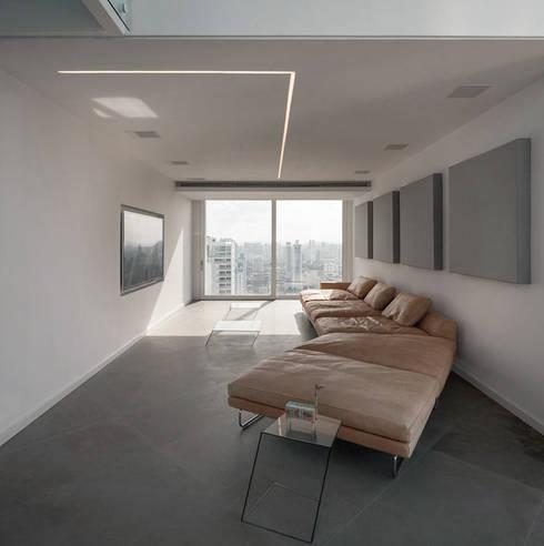 45°: Salas de entretenimiento de estilo  por Design Group Latinamerica
