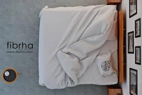 Bedroom REDO 2013:  de estilo  por Fibrha Studio