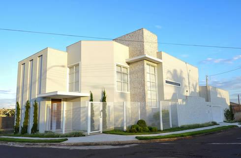 Casa 2011: Casas modernas por Luciana Rogério e Luís Alfredo Marques Arquitetura e Design de Interiores