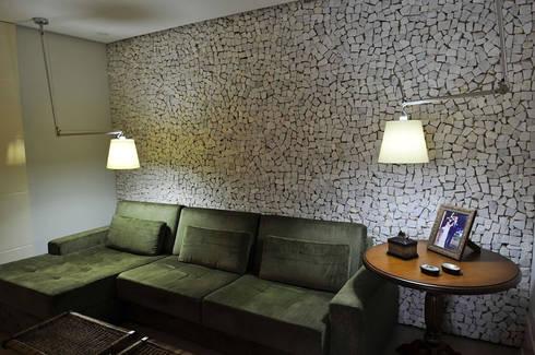 Casa 2011: Salas de estar modernas por Luciana Rogério e Luís Alfredo Marques Arquitetura e Design de Interiores