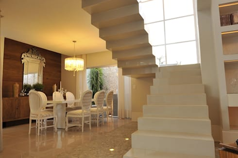 Casa 2011: Corredores e halls de entrada  por Luciana Rogério e Luís Alfredo Marques Arquitetura e Design de Interiores