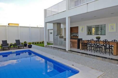 Casa 2011: Piscinas modernas por Luciana Rogério e Luís Alfredo Marques Arquitetura e Design de Interiores