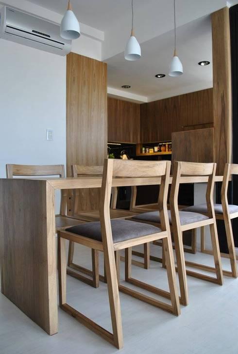 Depto DLH: Comedores de estilo moderno por T + T Arquitectos