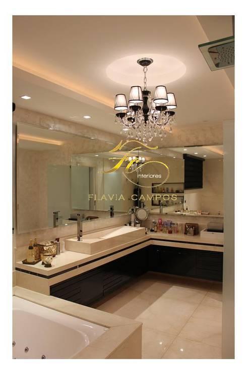 Projeto: Banheiros modernos por FLAVIA CAMPOS ARQUITETURA E INTERIORES