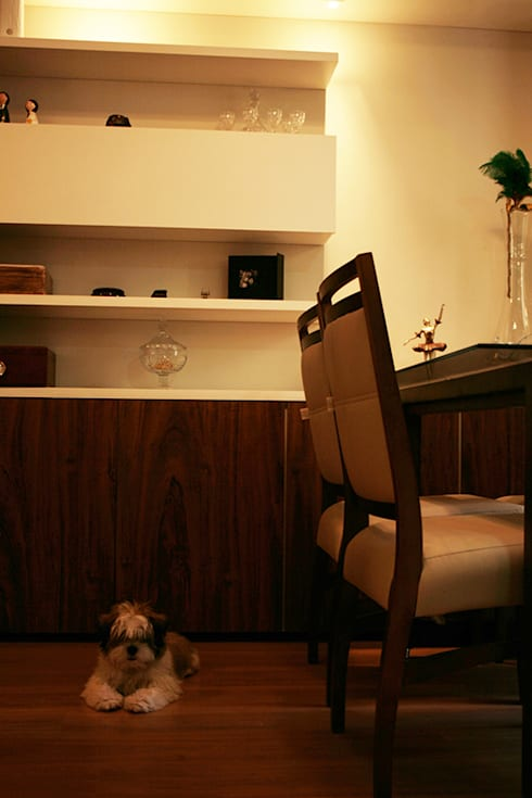 Sala do apartamento: Sala de jantar  por StudioM4 Arquitetura