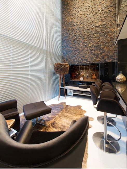 Atemporal e Atual: Salas de estar modernas por Deborah Nicolau Arquitetura e Interiores