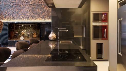Atemporal e Atual: Cozinhas modernas por Deborah Nicolau Arquitetura e Interiores