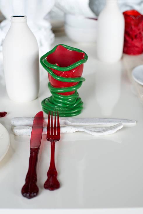 Apto. Panamby – <q>Decoração Organica</q>: Salas de jantar ecléticas por AMMA PROJETOS