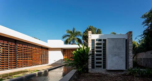 Fachada Interior: Casas de estilo moderno por Taller Estilo Arquitectura
