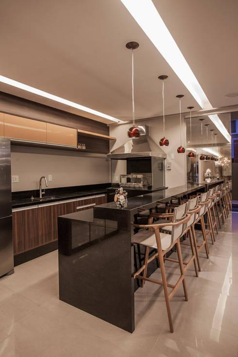 Projeto: Cozinhas modernas por Heloisa Titan Arquitetura