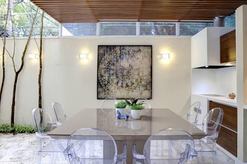 Espaço Gourmet - Ville Bosquée: Sala de jantar  por Aonze Arquitetura