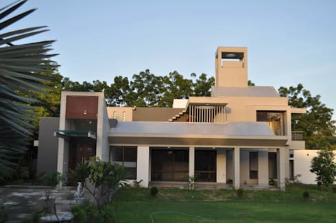 Weekend house: modern Houses by Vipul Patel Architects