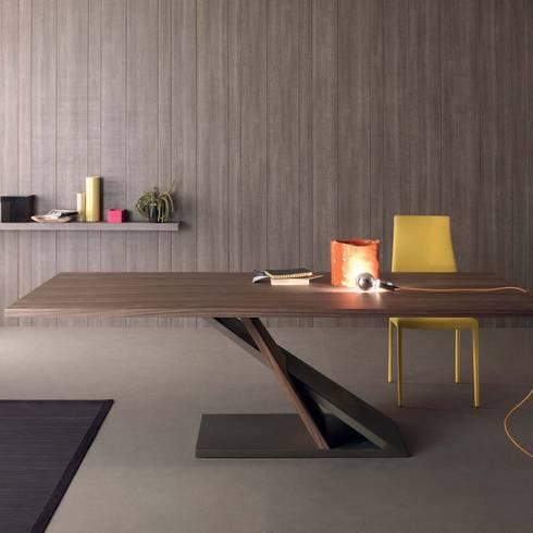Tavoli da pranzo dal design moderno allungabili e fissi for Tavolo di design in metallo