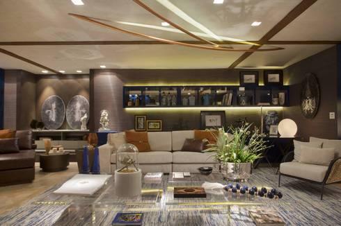 Móveis e Objetos: Salas de estar clássicas por Sótão de Madame Objetos