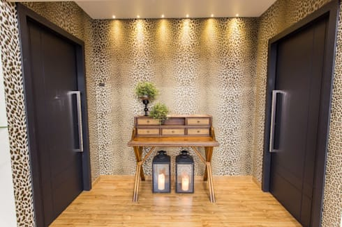 FAIRTEC 2015: Salas de estar modernas por Gouveia e Bertoldi Design de Interiores