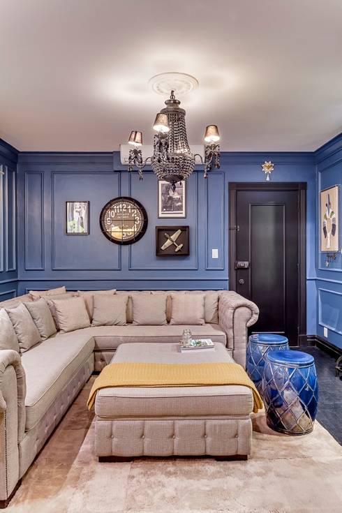 Living: Salas de estar clássicas por Piloni Arquitetura